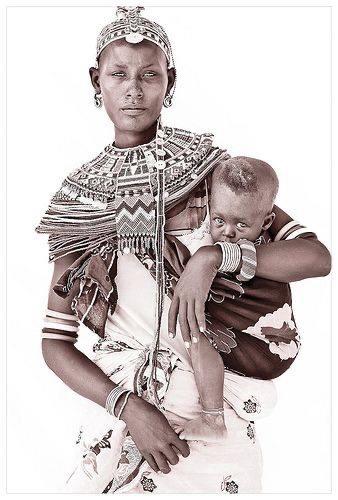 Бебеносене – историята на една традиция, стара, колкото света